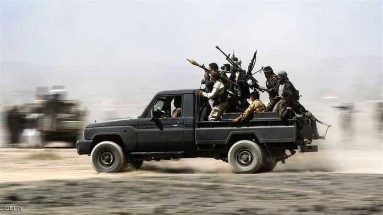 بعد 4 أيام من إعلان الإنسحاب.. مليشيا الحوثي تدفع بتعزيزات عسكرية كبيرة إلى الحديدة