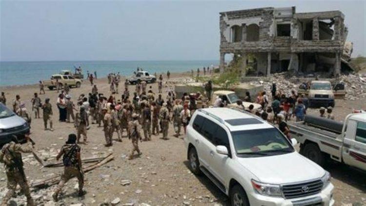 وفد عسكري إماراتي يصل أبين للقاء قياديين من مليشياتهم في المحافظة