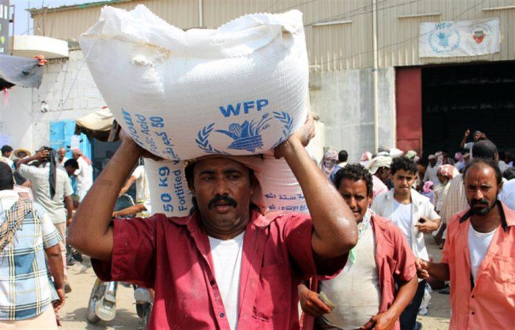 """بسبب وقوع اختلاسات.. """"الأغذية العالمي"""" يهدّد بتعليق المساعدات في مناطق سيطرة الحوثيين"""