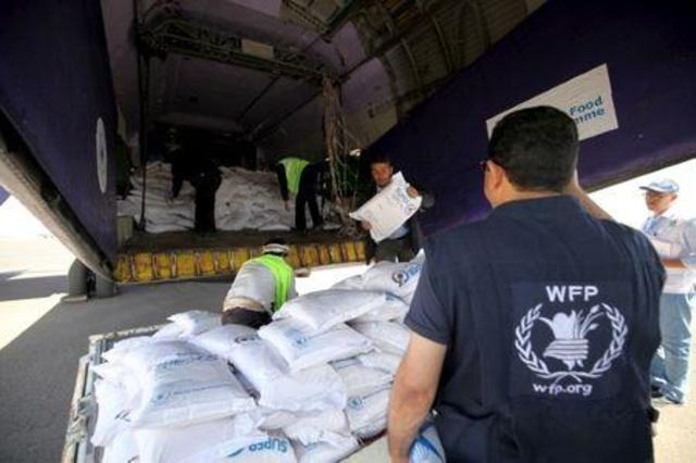 الأغذية العالمي يدعو مليشيا الحوثي إلى التقيّد بالإتفاقات.. بعد منعها تفريغ شحنة دقيق