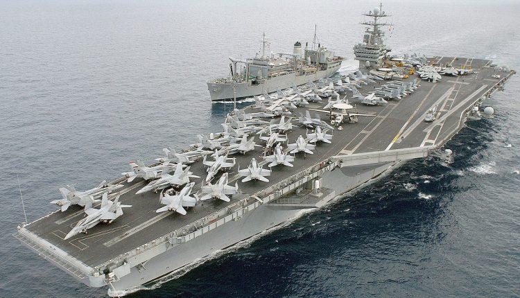 """مسؤول إيراني.. صاروخان إيرانيان """"سريّان"""" سيُغرقان السفينتين الأمريكيتيْن في قاع البحر بكلّ ما تحملانه من جنود وطائرات!"""