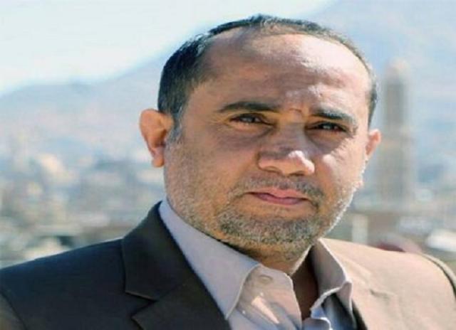 صراع القيادات الحوثية يتسع.. اتهامات لمسؤول في حكومة المليشيا بتولي 70 منصباً حكومياً