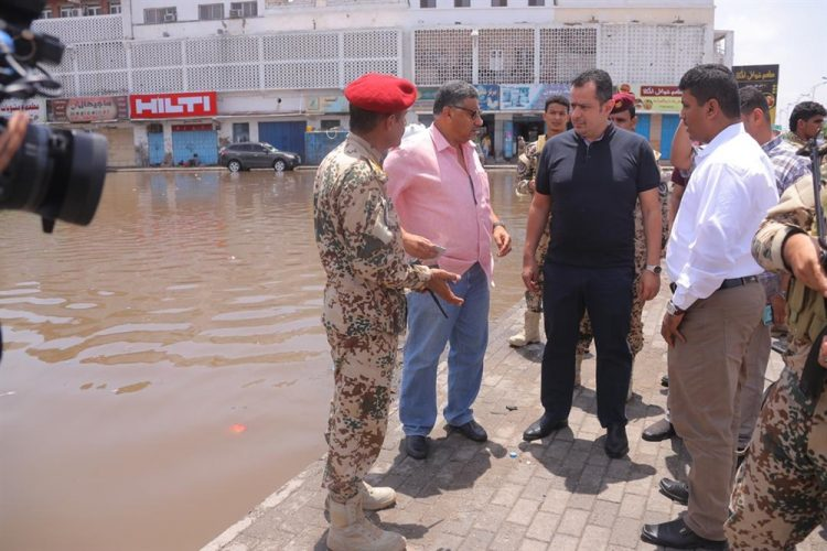 معين يوجه بتخصيص موازنة طارئة لمعالجة أضرار الناجمة عن الأمطار والسيول في عدن