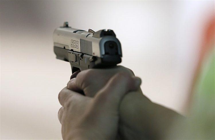 مواطن في أبين يقدم على الإنتحار بعد قتل كافة أفراد أسرته بسبب الظروف المعيشية