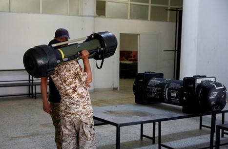 صحيفة فرنسية: جميع الأدلة تؤكد بأن باريس سلّحت قوات المتمردين في ليبيا