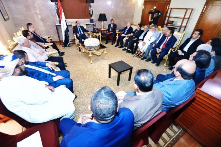 بحضور رئيس الوزراء.. نائب رئيس الجمهورية يلتقي رئيس وأعضاء التحالف الوطني للمكونات السياسية