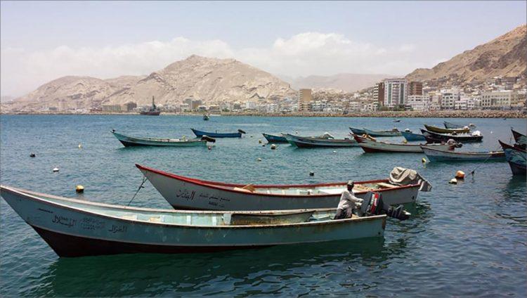 600 ريال سعودي تدفعها الإمارات شهرياً لكل صياد في المكلا.. والسبب خطير جداً!