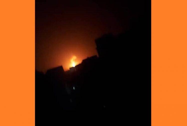 صنعاء.. التحالف العربي يفجر مخزن أسلحة في جبل نقم قبل قليل