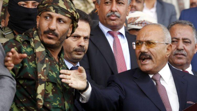 """طارق صالح يمدح الامارات ويفتح النار على السعودية.. ويشكف وصية عمه """"عفاش"""""""