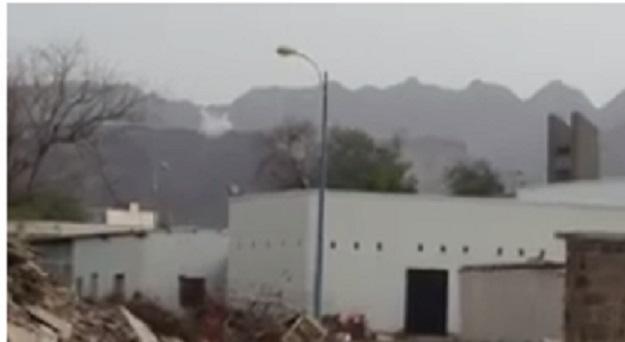 """عاجل.. الوية الحماية الرئاسية تسيطر بالكامل على معسكر جبل حديد """"أهم اوكار مليشيات الامارات في عدن"""""""