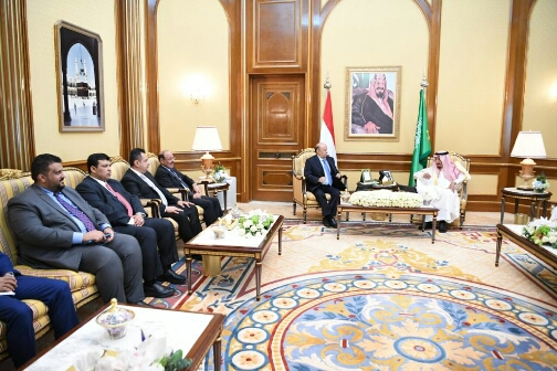 """بعد تطاوله على شخص الرئيس.. مسؤول يمني يرد على خلفان: """"قمة مكة أوجعتكم"""""""