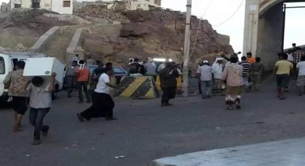 على خطى الحوثي.. عصابات الانتقالي تنهب منازل قيادات في الشرعية ومواطنين (حصيلة أولية)