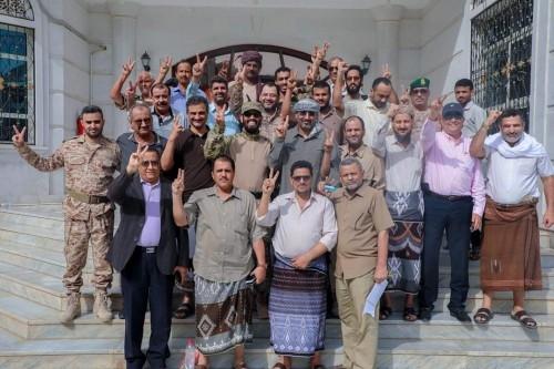 """كاتب غربي يحذر: القبول بـ""""انقلاب"""" الانفصاليين يعزز سيطرة الحوثي على الشمال"""