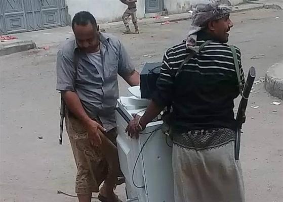 عدن في حضرة الفوضى.. بعد سيطرة مليشيا الإمارات اقتحامات ونهب وترحيل وتشريد