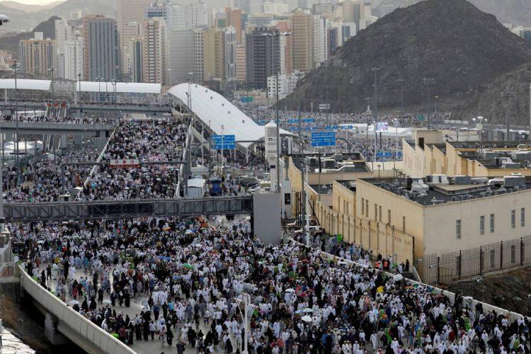 بعد إتمامهم مناسك الحج.. ٢٠٠٠ حاج من أسر شهداء الجيش يصلون إلى المدينة المنورة
