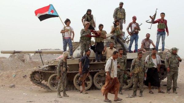 مليشيات الانتقالي تقتحم مباني محافظة الحديدة واداراة أمنها في عدن