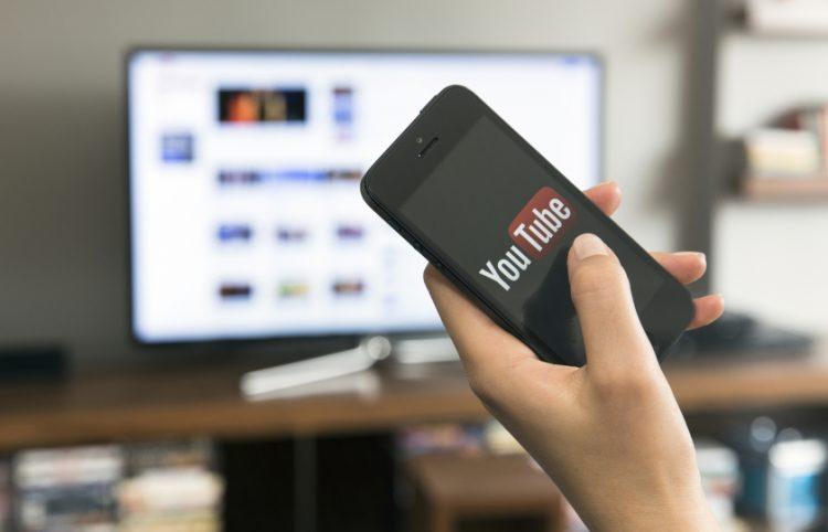 شاهد مقاطع YouTube على جهاز التلفاز مستخدماً هاتفك المحمول