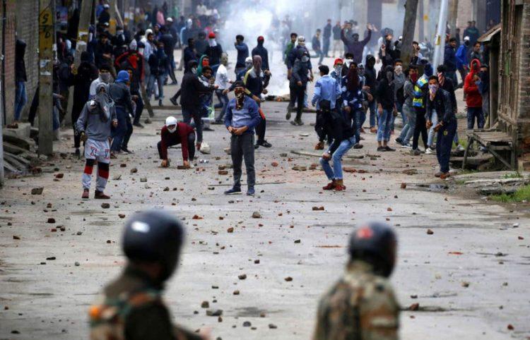 على مدار أسبوعين.. الهند تواصل انتهاكاتها بحقِّ أهالي كشمير وتعتقل 2300 شخص