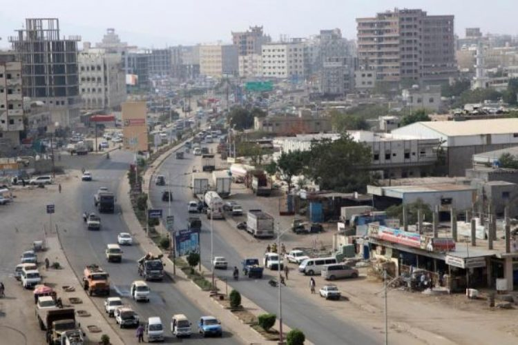 عدن.. اصابة 5 من حراسة قائد مليشيات الحزام الاماراتي اثر مواجهات مع عناصر من المقاومة الشعبية