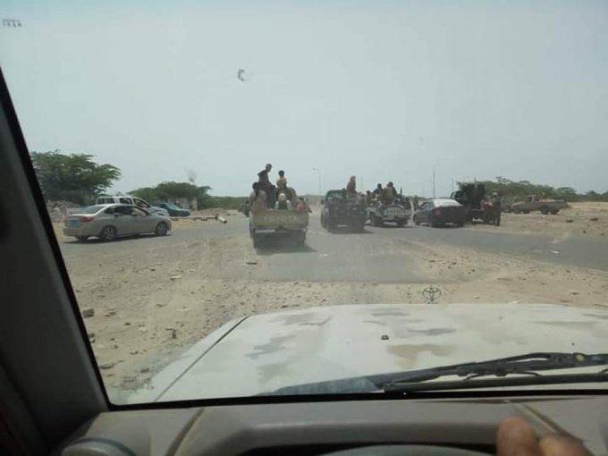 عاجل.. الجيش الوطني يصل منطقة العلم المنفذ الشرقي للعاصمة المؤقتة ويدعو المليشيات لتسليمها حقناً للدماء
