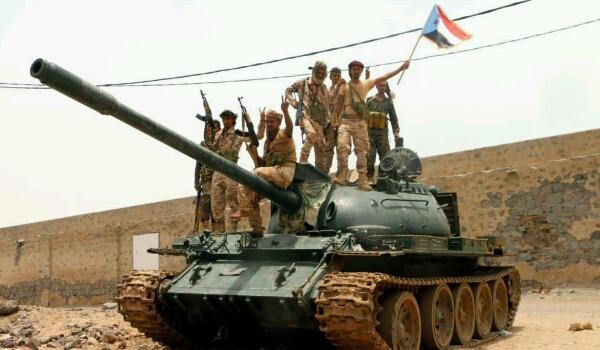 في ظل استمرار تصعيد الإنتقالي ودعم الإمارات.. ما خيارات الشرعية لإنقاذ الدولة من الإنقلاب؟