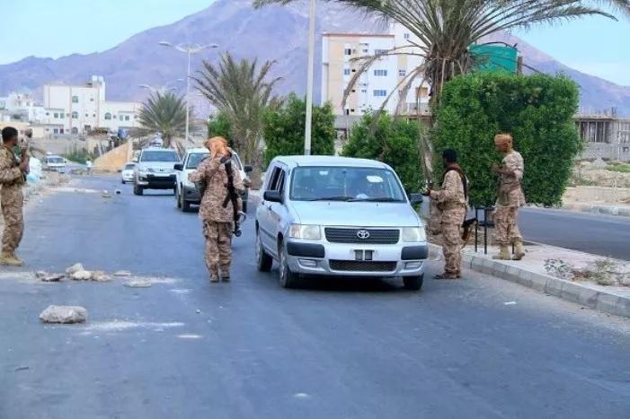 نقطة تابعة لمليشيات الانتقالي الاماراتي في حضرموت تمنع مواطنين شماليين من دخول المكلا