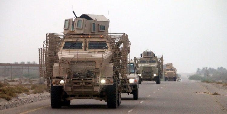 الامارات تواصل حشد ترسانتها العسكرية ضد الشرعية… وصول أكثر من 60 مدرعة إماراتية إلى عدن