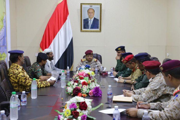 أشاد بجهود الأجهزة الأمنية بالمحافظة.. وزير الدفاع يترأس اجتماعاً للجنة الأمنية بمأرب