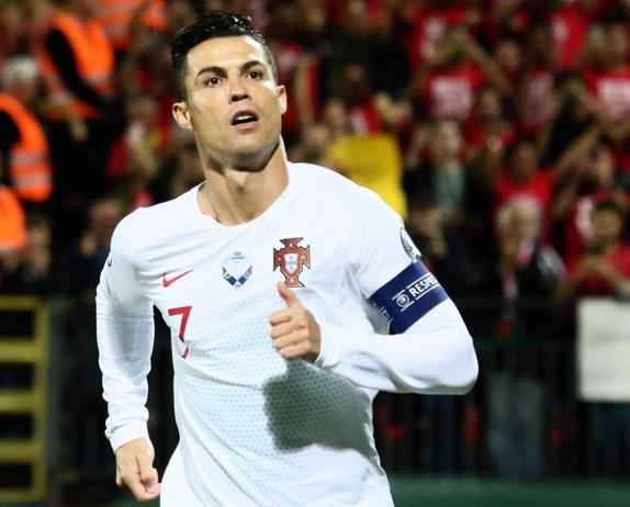 رونالدو يقود البرتغال لفوز كبير على ليتوانيا.. ويقترب من تحقيق رقم تاريخي جديد