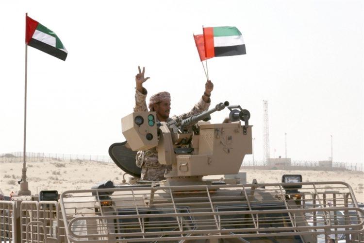 طارق صالح يتكفل بالمهمة.. بوادر انقلاب إماراتي على الشرعية في تعز