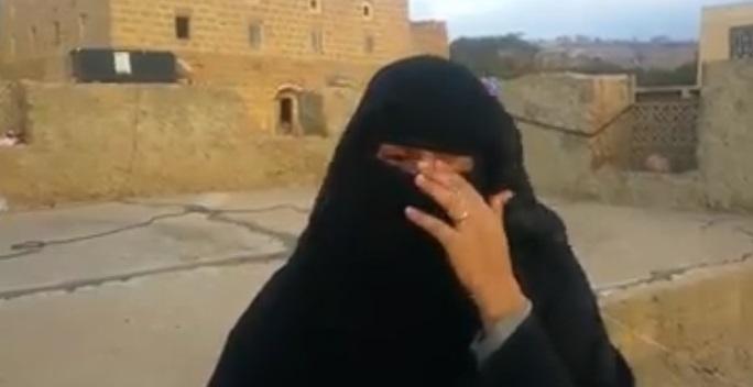 شاهد فيديو لإمرأة من تعز تبكي اختفاء شقيقها في السجون الإماراتية بعدن