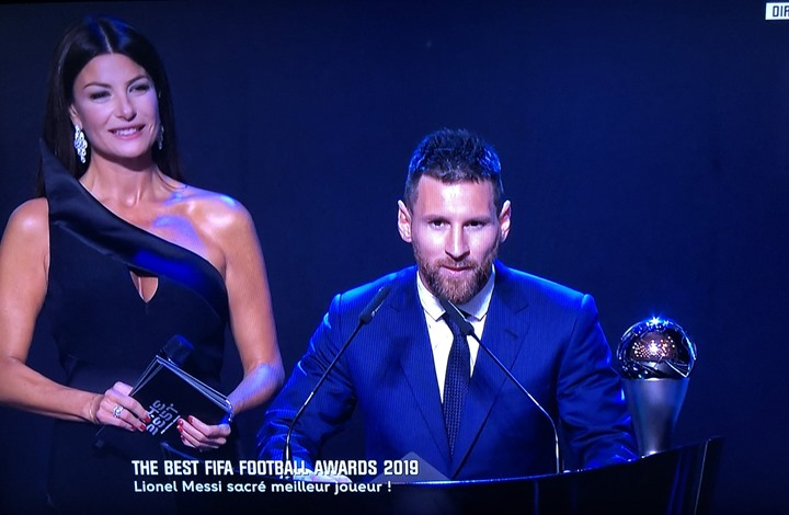 تتويج الدولي الأرجنتيني ليونيل ميسي كأفضل لاعب في العالم لــ2019