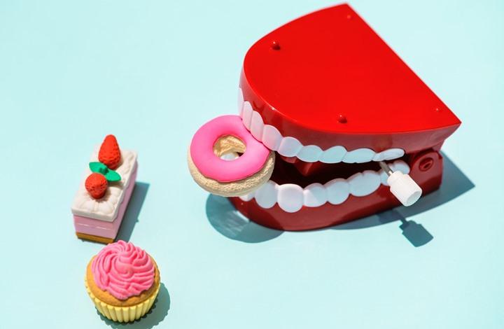 """تعرف على """" 7 """" علامات تكشفها أسنانك عن حالتك الصحية"""