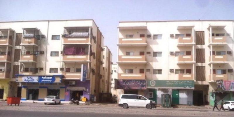 يحدث لأول مرة.. سكان مدينة انماء في عدن يضطرون لشراء مياه الشرب