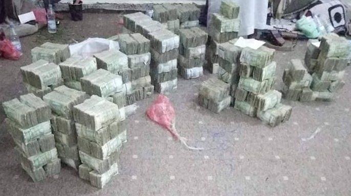 أجهزة الأمن في الجوف تضبط مبالغ مالية كبيرة في طريقها إلى الحوثيين