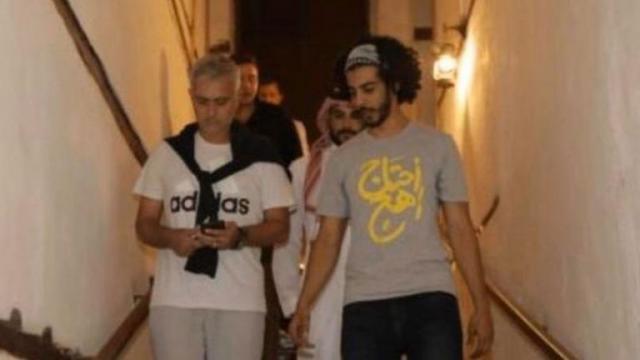 """""""احتاج أهج"""" تتسبب في غضب كبير على مواقع التواصل بالسعودية.. فما علاقة اليوتيوبر اليمني و""""مورينيو"""""""