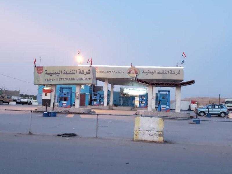 مأرب.. استمرار إغلاق محطات شركة النفط بعد نهب ناقلات المشتقات التابعة لها