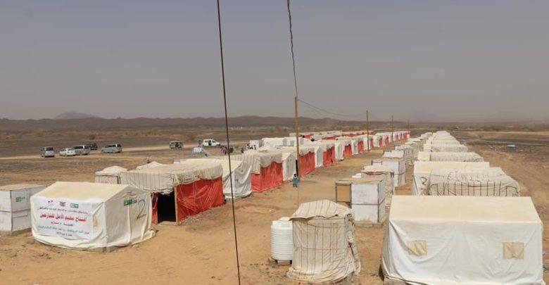 منظمة دولية تعلن إخلاء 3 مخيمات بالكامل في مأرب بسبب المعارك وقصف الحوثيين
