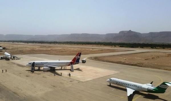 مطار سقطرى يحتجز اجانب وصلوا عبر الطيران الاماراتي وحاولوا دخول المحافظة بدون فيزا