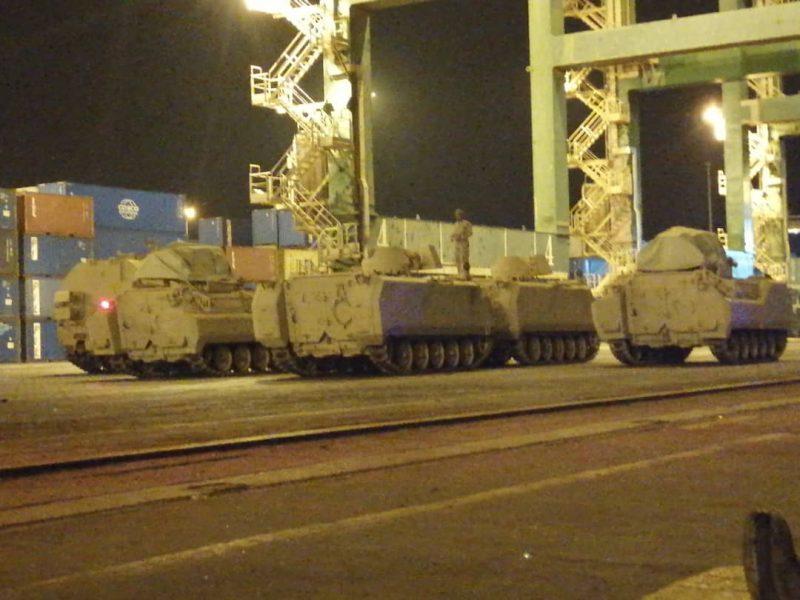 """قبل توقيع اتفاق الرياض.. وصول قوة ومعدات عسكرية سعودية ضخمة إلى عدن """"صور"""""""