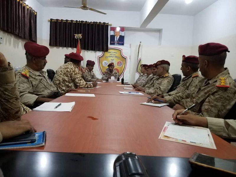 قائد العمليات المشتركة يترأس اجتماعا بقيادات العمليات للإطلاع على المستجدات