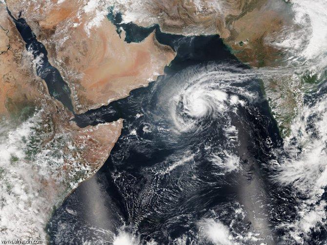 غرفة الأرصاد في حضرموت تتوقع تطور منخفض جوي إلى إعصار