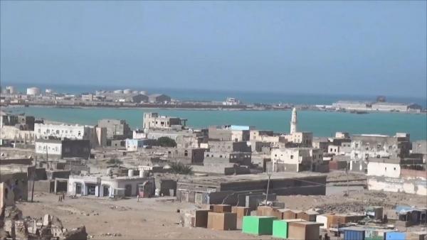هام.. صحفي يمني يكشف معلومات خطيرة عن شحنة أسلحة دخلت للحوثي عبر هذا الميناء