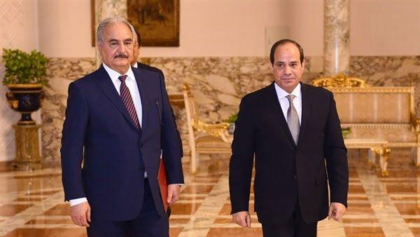 """باشراف مباشر من ابن زايد.. مصر تنقل عبر طائراتها شحنة أسلحة """"إماراتية"""" إلى المتمرد حفتر"""