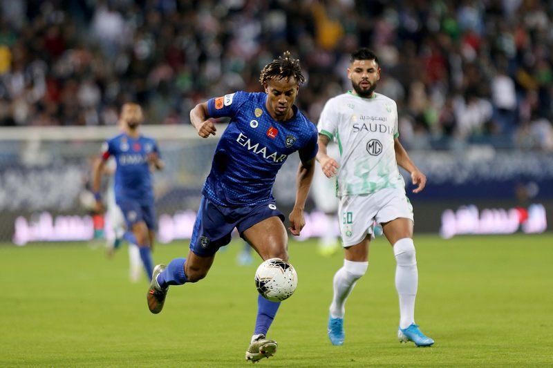 الهلال يفوز بثلاثية على الاهلي في قمة الدوري السعودي