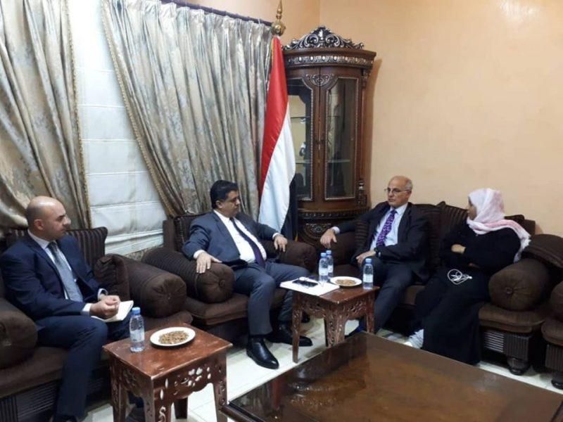 بحث معه اخر المستجدات على الساحة الوطنية.. العيسي يلتقي السفير البريطاني لدى اليمن