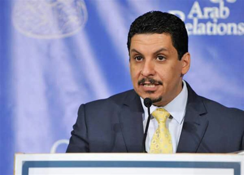 بالتزامن مع وصول وفد عماني إلى صنعاء .. وزير خارجية الشرعية يصل مسقط