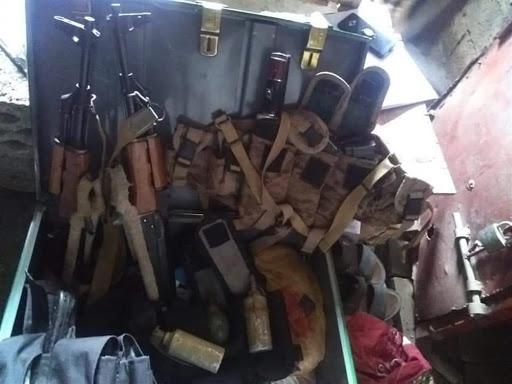 ضبط شحنة محملة بالأسلحة والملازم الحوثية في تعز