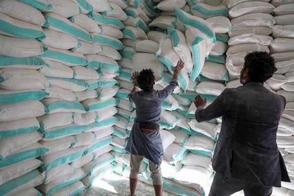 وكالة تؤكد سرقة الحوثيين للمساعدات وتكشف عن الدعم الذي تقدمه الأمم المتحدة للمليشيا