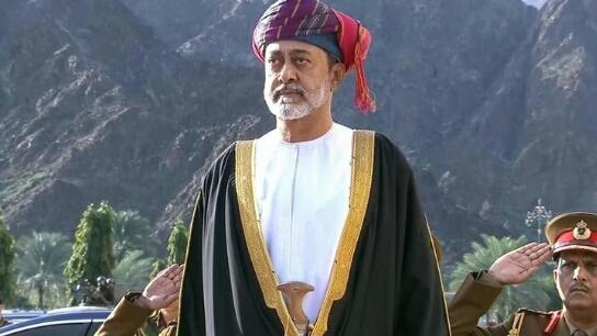 السلطان العماني يأمر بحذف اسم قابوس من النشيد الوطني